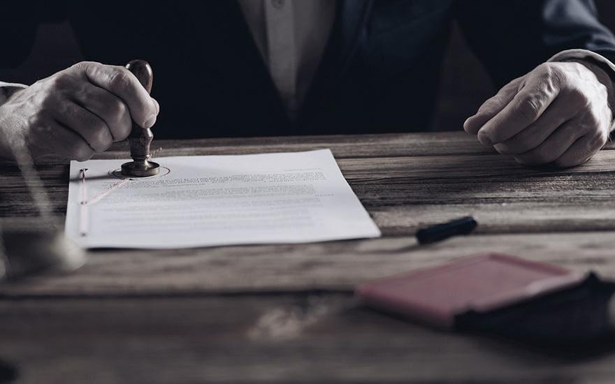 podbijanie pieczątką dokumentów